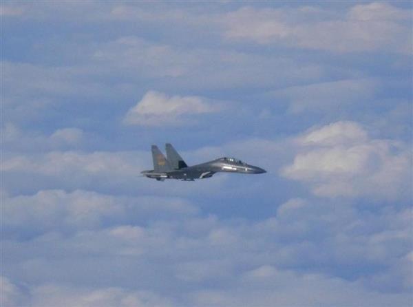 中国軍5機が対馬海峡を通過_戦闘機は初_空自機がスクランブル_韓国軍機も_-_産経ニュース_-_2017-12-18_23.12.33