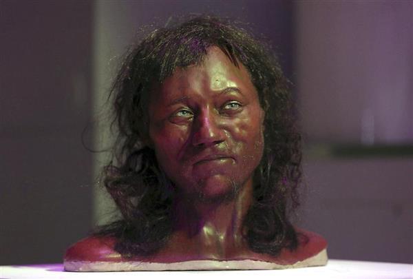 1万年前の英国人_青い眼に黒い肌_黒い巻き髪_骨からDNA解析_-_産経ニュース_-_2018-02-18_07.54.18.png